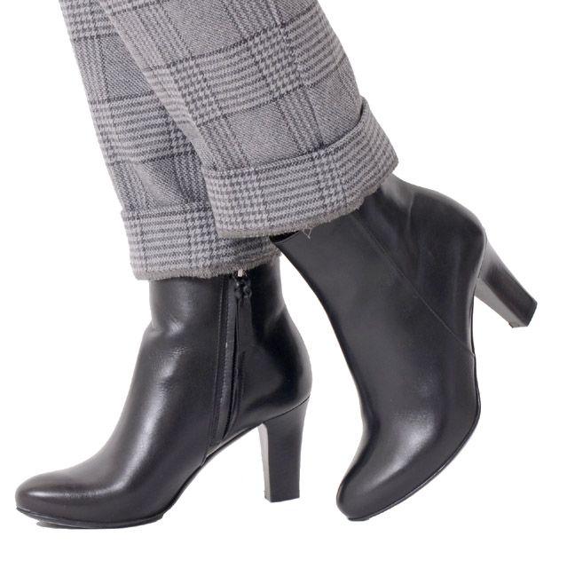 ポリーニ (Pollini) ショートブーツ ブラック 21057b.5.5.5 明るいブラック,安定感のあるヒール,7センチヒール 送料無料 【正規取扱】