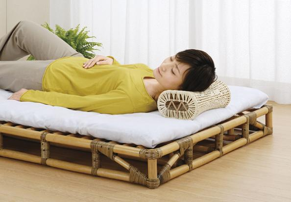籐 すのこベッド シングルサイズ Y906 通気性抜群!籐の枕付き! Y906 折りたたみ籐スノコベッド幅100×奥行200×高さ13cmスノコベッド木製シングルベッド天然木木製ベッドコンパクト収納