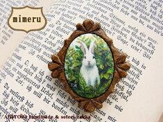《メール便OK》【mimeru45】草原の白うさぎ/飾り切りの木製フレーム・ダイヤ型ブローチ(M)【RCP】【ウサギうさぎラビット兎ハンドメイド日本製】
