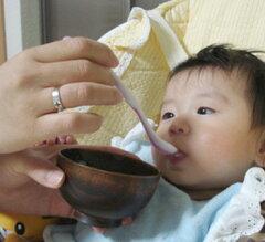 国産で天然素材の優しい木製の汁椀、飯椀です。離乳食のお椀や出産のお祝にお薦めのサイズです...