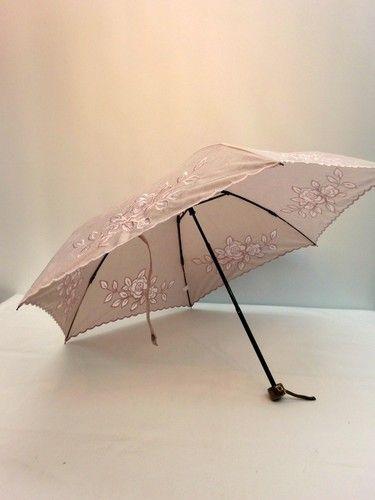 晴雨兼用・折畳傘−婦人UVケアT/Cジャガードカットワーク刺繍ミニ折り傘