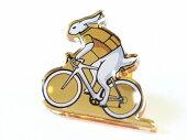 ピンバッジスーツ自転車かわいい自転車モチーフビンテージ自転車柄自転車好きプレゼントギフトピンズPINSピンブローチ入学式卒業式ジャケットドレスバッグ鞄かばんカバン帽子自転車とウサギのピンバッジ蝶バネ留め具