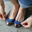 フラットシューズ パンプス リボン キャップトゥ メタル レディース ぺたんこ ペタンコ 靴 婦人靴...