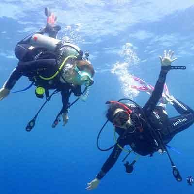 【ふるさと納税】沖縄東海岸「うるまバリアリーフ」で体験ダイビングとガイド付きスノーケリング(1名様)
