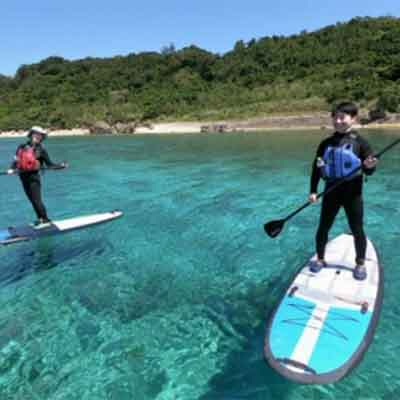 【ふるさと納税】浜比嘉島の断崖絶壁&シークレットビーチ上陸SUPツアー!【2名様】
