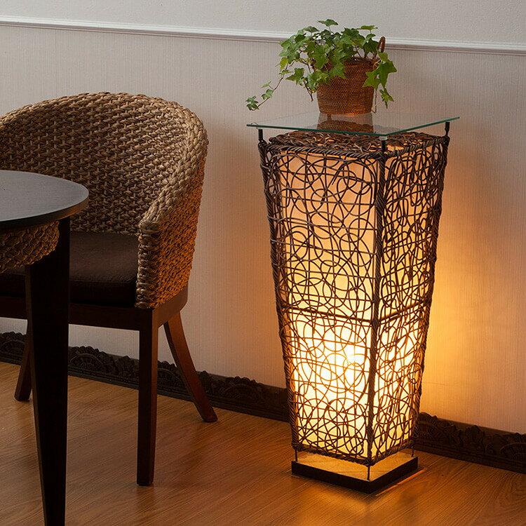 間接照明にもテーブルにもなる、ラタンテーブルランプ