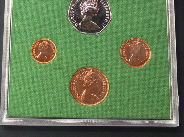 Proof 6枚Set 1975年 イギリス エリザベス2世女王 UNC 未流通の美品 クリアーコインケース入り 1/2ニューペニー 1ペニー 2ペンス 5ペンス 10ペンス 50ニューペンス 獅子 ブリタニア女神 アザミ 世界のコイン セット