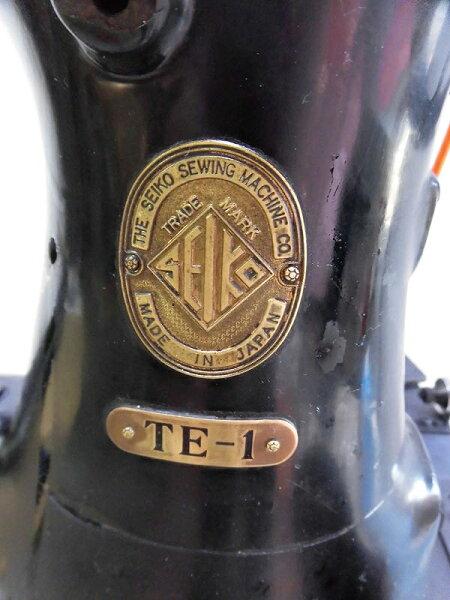 【】「日本製」セイコーSEIKO1本針本縫いローラー押さえ金付き。TE-1型横筒形ミシンアンティークな足踏み式です。「ミシン頭部・テーブル・セイコー脚足踏み式となります。」
