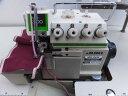 【中古】ジューキ JUKIミシン ジューキ JUKI 2本針4本糸オーバーロックミシン 糸切機構付き。100V仕様 モデルNO-MO-2414型 テーブル・脚・モーター付きのセット価格です。 スピンテープ同時縫いこみアタッチメント付き。