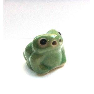 ミニチュア 置物 飾りフィギュア 陶器のカエル 緑