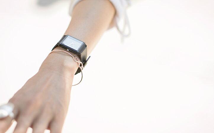 シルバーゴールドブレスレット【LIERREリエル】ジュエリー/アクセサリー/レディース/バングル/シルバー925SV925/∞インフィニティーエタニティリボン細身華奢シンプル重ね付けinfinity18Kメッキ