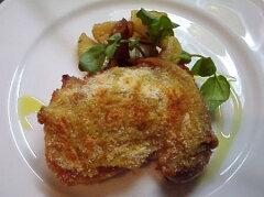 備中高原鶏のマスタード風味香草パン粉焼きポテトとローズマリーのロースト添え