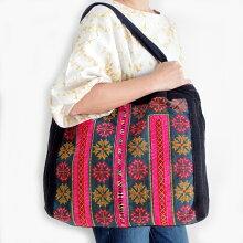 モン族バッグモン族手刺繍トートバッグモン族の民族衣装をリメイクした一点ものバッグ
