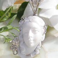 有浮雕的貝殼吊墜多米尼克 Accusato,馬西莫 · Balzano 作客串銀浮雕掛件