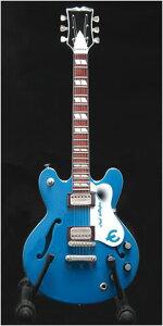1つ1つハンドメイドで精巧に作製された英国ベイビーアックス社のミニチュアギターノエルギャラ...
