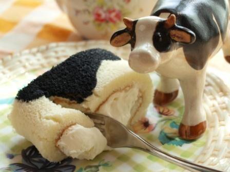 くろさわ牧場『うし柄の生クリームロールケーキ』