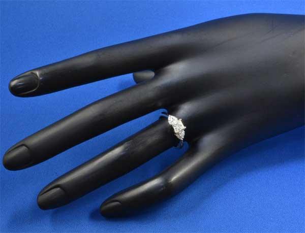 Pt プリンセスカットダイヤモンド 0.61ct I-SI2ダイヤモンド0.22ct プラチナ リング《!》