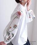 花刺繍ふんわり袖のコットントップス レディース ファッション トップス ホワイト 長袖 コットン 綿 春 花 刺繍 ふんわり袖 袖コンシャス ハイネック 30代 40代 50代 60代 サワアラモード sawaalamode otona 大人 kawaii 可愛い 洋服 かわいい服 大人可愛い