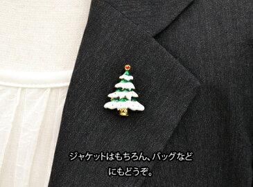 ピンブローチ 雪の降り積もったクリスマスツリー クリスマス/クリスマスグッズ/プレゼント/ピンブローチ/ピンバッジ/タックピン/ブローチピン