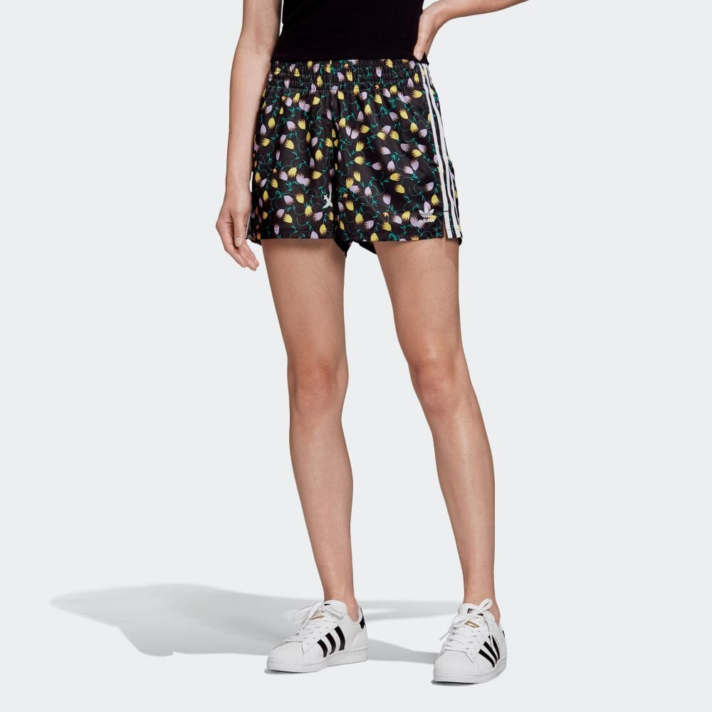 adidas(アディダス)『総柄プリントショーツ』