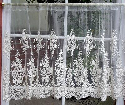 2段のカーテンの参考写真です。本商品とサイズ異なります。