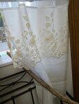 オリジナル細窓縦長『カフェカーテン』約巾40x70cmホワイトリネン(麻)にベージュ色の人気のチュールレースをあしらいました2枚でのれんにも