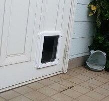キャットフラップELB(白)大猫子犬用、取付け易い両面取付。