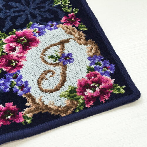 [日本製/ギフト/あす楽]【アーンジョーのシェニール織。かわいい刺繍「花文字2イニシャルACEHJKMNRST」(ネイビー)ハンカチタオルレディース10P01Mar16