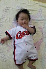 広島東洋カープユニホームロンパースホーム白です。カープロンパース白/赤ちゃんの名前と番号を...