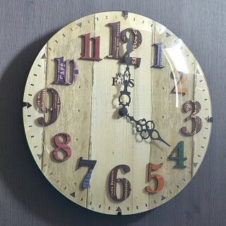 カントリーの雰囲気をアクセントにした掛け時計