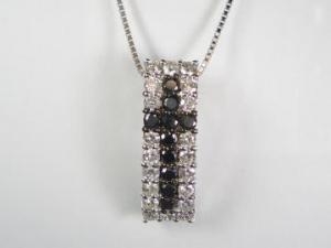 K18WGホワイトゴールドダイヤモンド/ブラックダイヤモンドクロスペンダントネックレス10P24Aug13