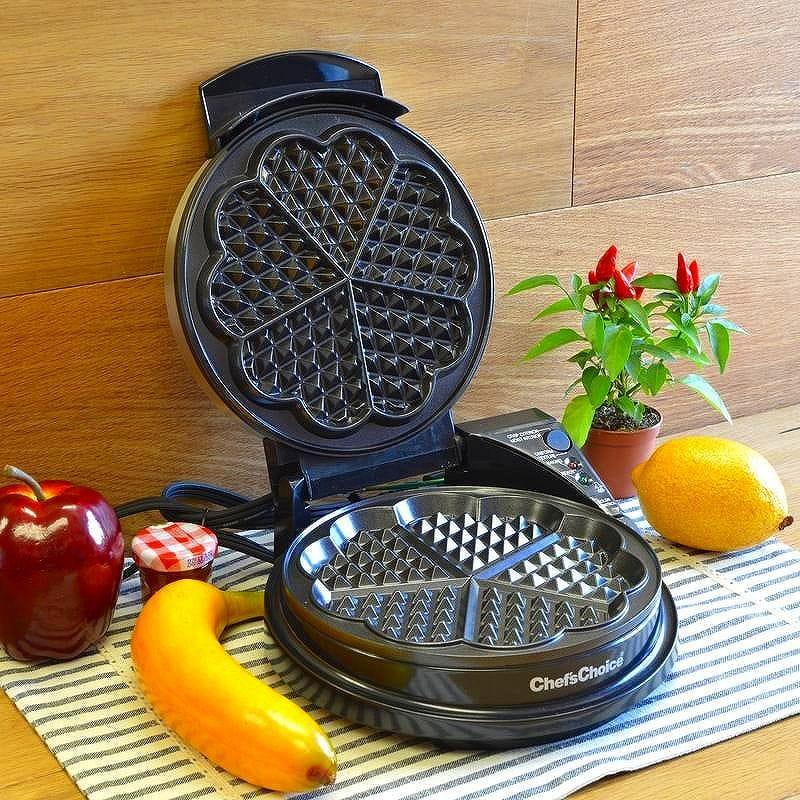 シェフズチョイス ハート形 ワッフルメーカー Chef'sChoice 830-SE WafflePro Taste and Texture Traditional Five-of-Hearts Nonstick Waffle Maker Easy to Clean Instant Temperature Recovery, 5-Slice, Silver 家電