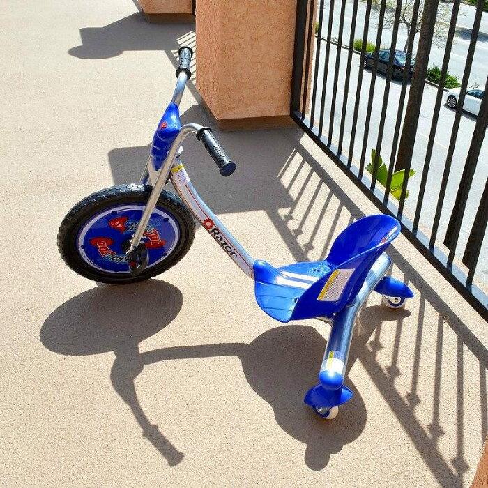 レーザー リップライダーキャスタートライク 三輪車 Razor RipRider 360 Caster Trike