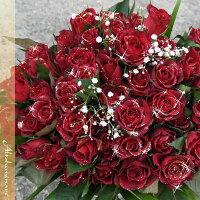 100本の輝くバラの花束