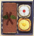 ロールケーキとプチケーキセット