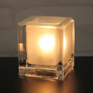 【今なら送料半額&アロマオイル付&ポイント10倍】溶けたガラスを流したような質感のアロマラ...