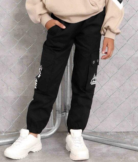 ブラック(120サイズ着用/身長:約124cm)