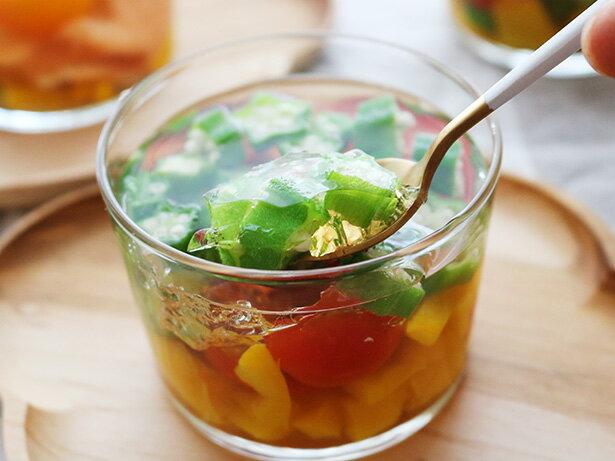 手間なし簡単!見た目も涼やか「夏野菜のゼリー寄せ」