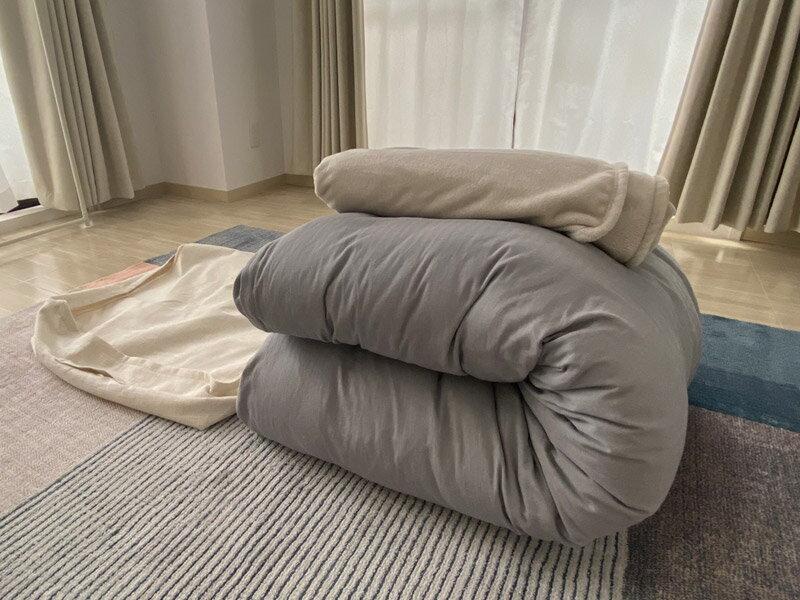 布団をリビングにおけばクローゼットがスッキリ!インテリアになる布団収納ケース。