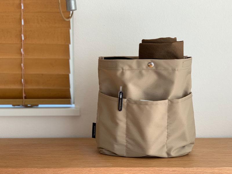 bon momentの「バッグを仕切れる深型バッグインバッグ」でバッグの中を整える。