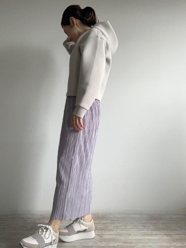 プリーツなのに腰回りすっきり。 40代に嬉しい上品と細見えが叶う秀逸スカート。