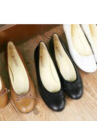 2重カーブが導く、パンプス気分のバレエ靴。 Tous les Eclats スムースレザーバレエシュー...