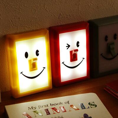 夜の読書やトイレのお供。鼻のスイッチでON/OFFできるスマイルスイッチLEDライト