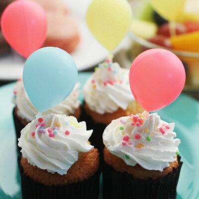 お菓子やオードブルにふんわり風船が!これはパーティーしたくなる!
