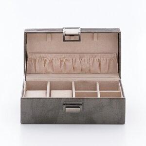 女性へのプレゼントに。しっとりとした質感の大人らしいグレーのジュエリーボックス。旅行先に...