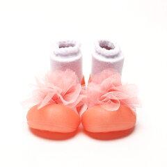 はじめてたっちする赤ちゃんのためのベビーシューズ。赤ちゃんが正しい歩き方を学べるように、...
