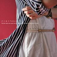 パール使いで華やかさアップ。『たっぷりパール、女性であってよかった。』ウエストマークも違いを出して。パールデザイン細ベルト