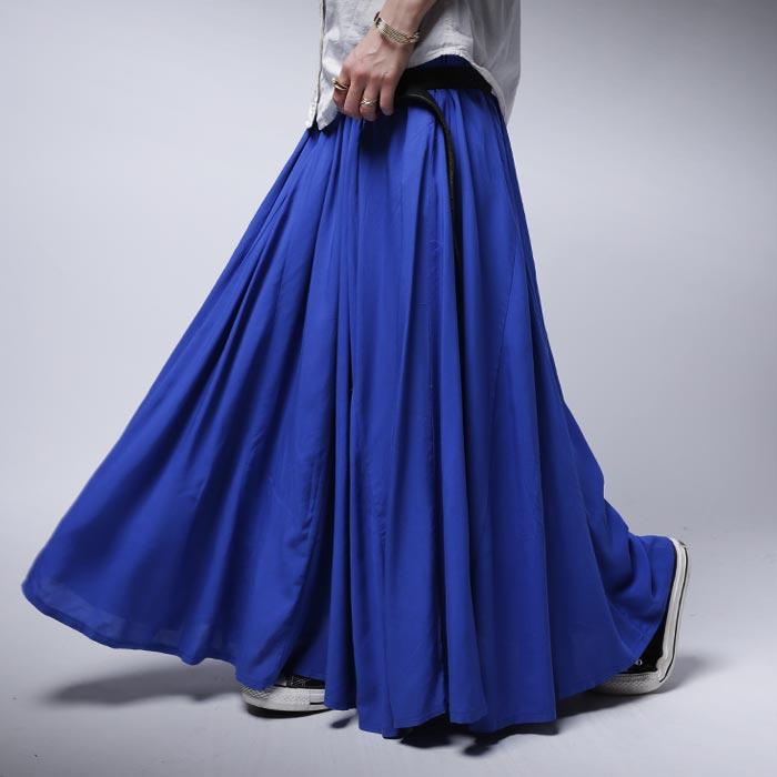 風になびかせて今日も歩く。フレアデザインスカート・2月19日20時~再再販。惚れ色で甘さだけじゃない。揺れ感ふわっと、愛されのオキ...