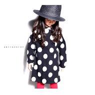 サッと着るだけで絶対的なオシャレが叶う。ドット柄ワンピース・0月0日20時〜発売。キッズに別格の一着を。##