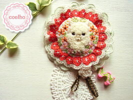 【coelho】アルパカとお花/オリジナルの手刺繍が可愛い♪ハンドメイドのロゼッタ(ロゼット)風のブローチ43【楽ギフ_包装】【アニマル】